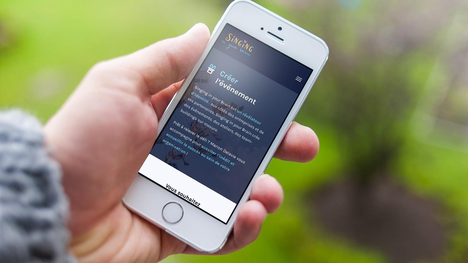 Simulation sur mobile de la refonte du site web de Singing in your Brain